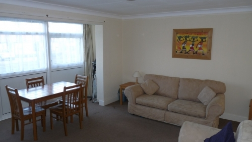 Lounge/diner in 2 bedroom ground floor flat