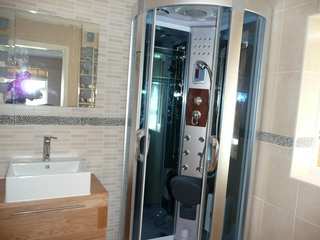 steam room plus shower room