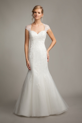 Suzanne 39 s bridal collection in scunthorpe bridal gown for Wedding dress shops doncaster